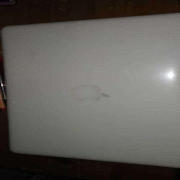 Macbook 2009 (LATE) core 2 duo 4 gb ram 0