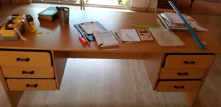 Desk for sale 0
