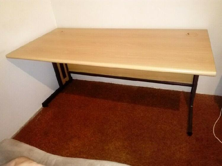 Table. Computer Office Desk R 850. Excellent Condition. 0