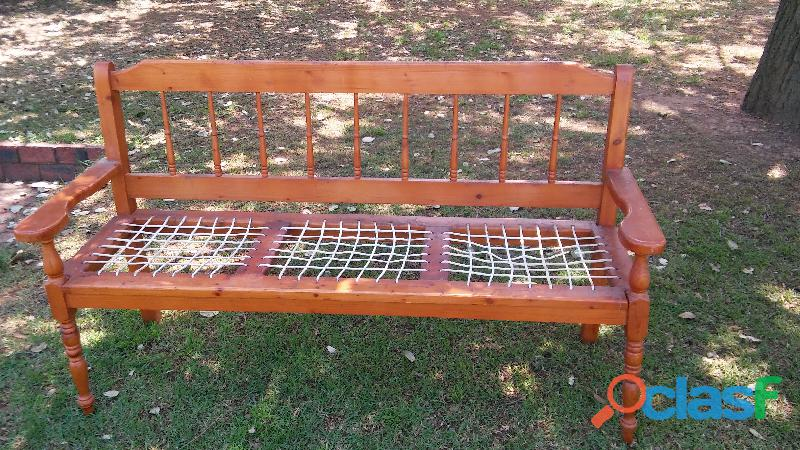 Old fashioned riempies bench