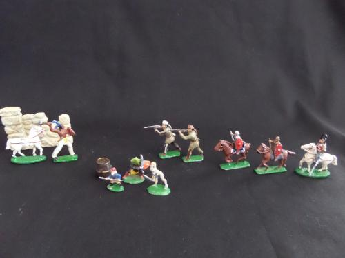 12 x lead soldiers and other items
