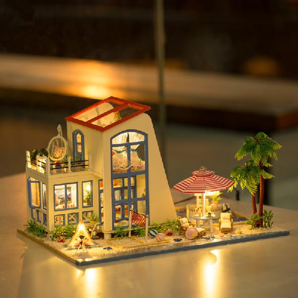 Hoomeda 13840 1/24 DIY Wooden Doll House Blue Sky With LED