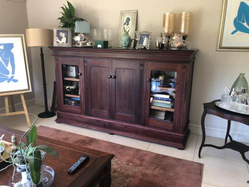 Solid wood wall unit superb condition item
