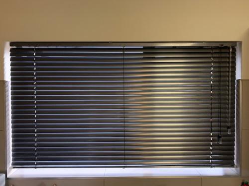Venetian blinds (silver grey)
