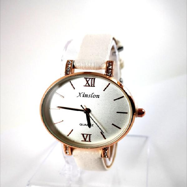 Fashion luxurious lady strep watch white