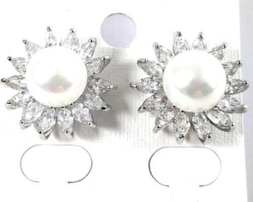 Fashion shell pearl earrings
