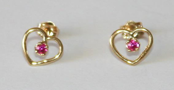 9k / 9ct gold heart stud earrings: rubies. ready for you.