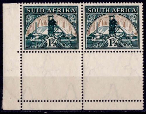 Union of south africa. 1933- 1948,. pair, mint hinged, flag