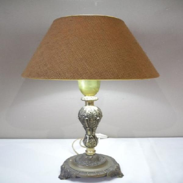 A stunning vintage brass table lamp with a lovely vintage