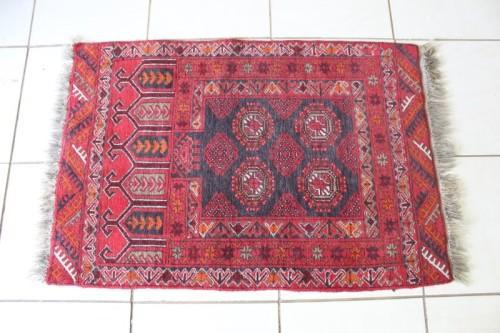 A stunning vintage persian afghan rug(120cm x 78cm) in good
