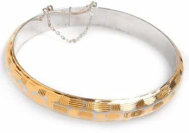Charming bracelet crafted in 14k gold coated silver