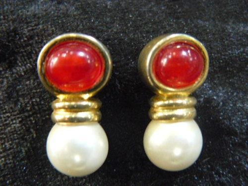 Fashion earrings with faux pearls