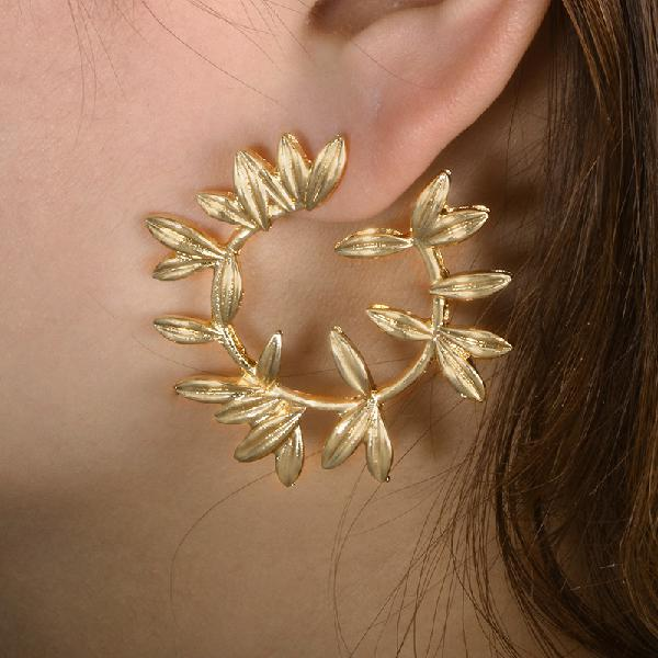 Fashion metal hallow leaves earrings vintage round ear stub