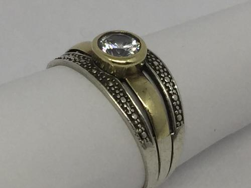 Sterling silver and 9kt gold ring with clear stone