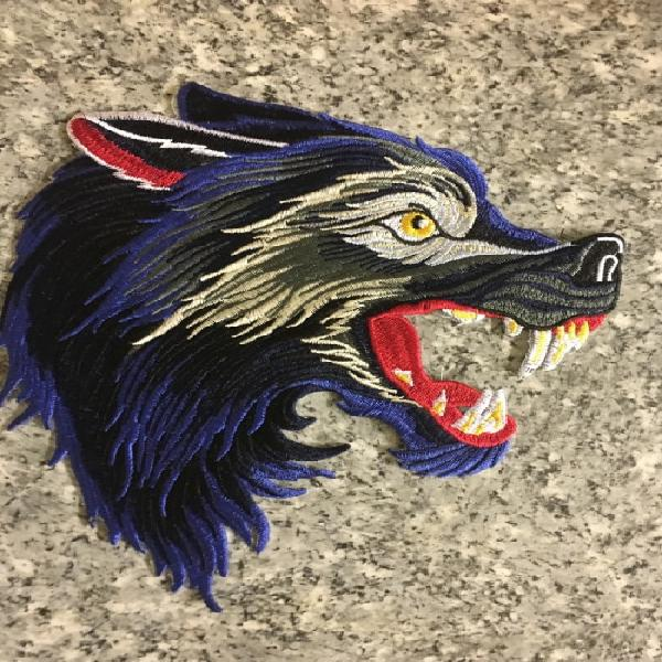 Bdg1115 large wolf back badge patch in blue facing right