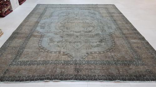 Vintage style persian carpet 398cm x 310cm hand knotted