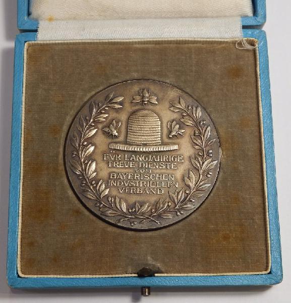 Long service medallion issued by bayerischen industriellen