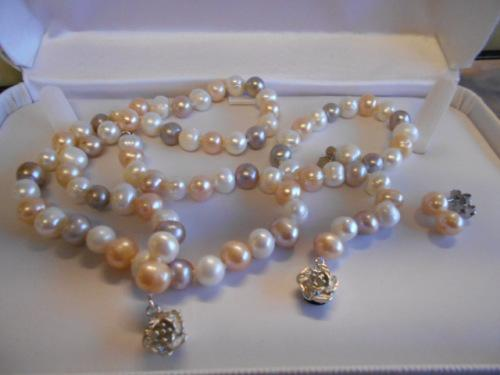 Genuine freshwater pearl set - beautiful**