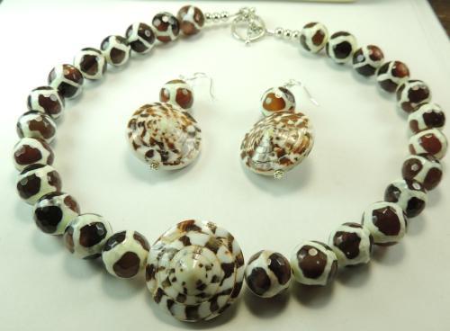 Agate giraffe pattern & shell necklace & earring set
