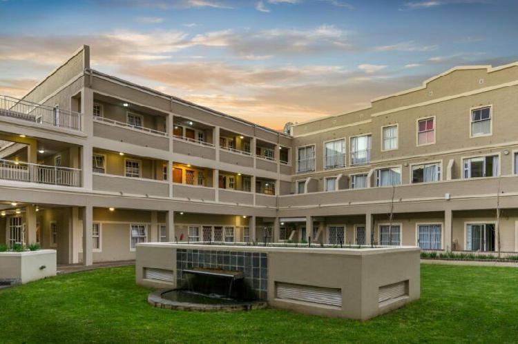 Bachelor apartment available to rent at la rez