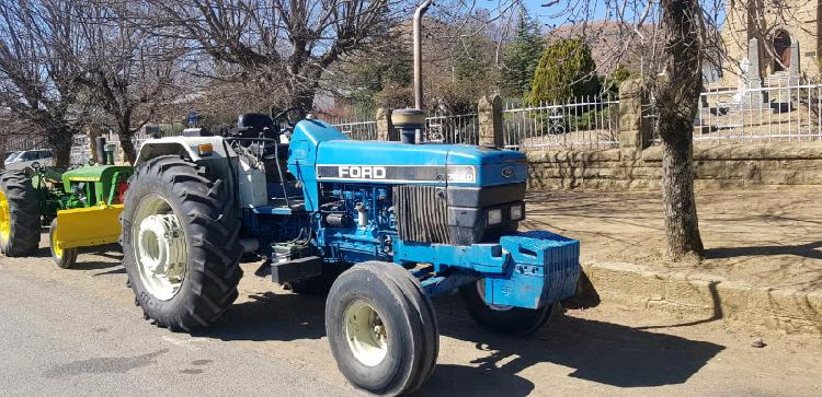 Ford 7840 tractor