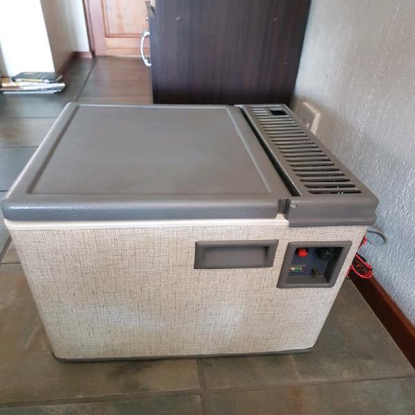 Zero camping fridge / freezer