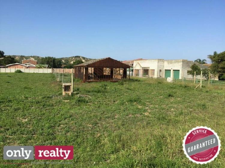 VACANT PLOT IN COLCHESTER / SUNDAYS RIVER