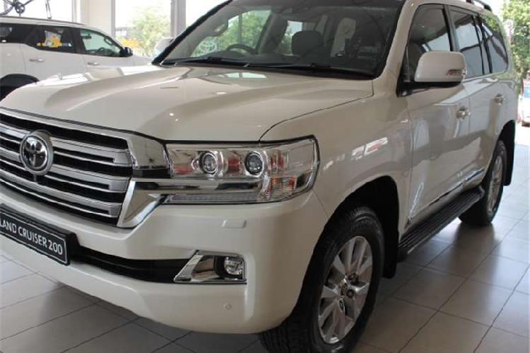 Toyota land cruiser 200 v8 4.5d vx r a/t 2019