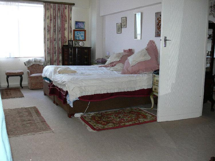 Retirement home flat for sale on beachfront r550,000