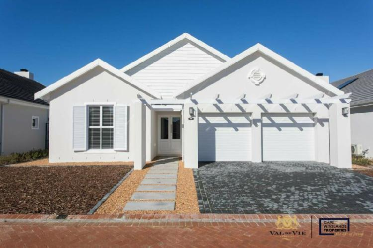 Three-bedroom single storey home for sale on val de vie