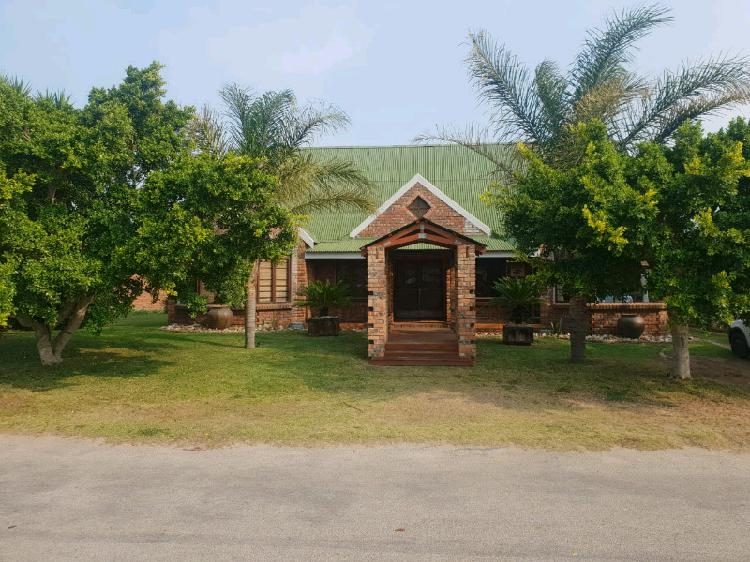 Jeffreys bay holiday accommodation house in jeffreys bay to