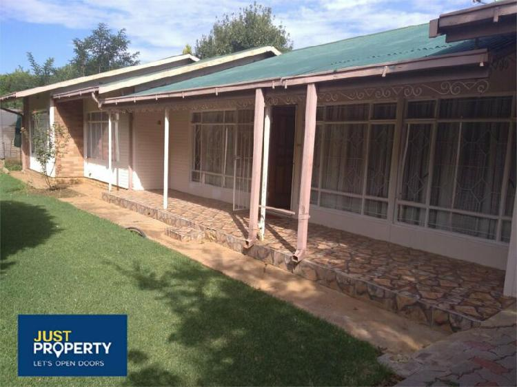 House in hennenman now available