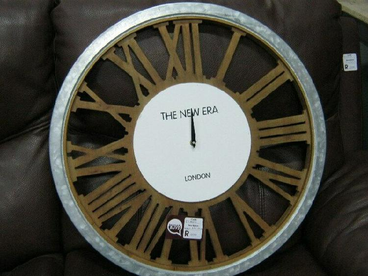 Wall clock on sale for r200