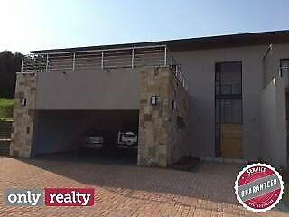 Bushy park 3 bed 3 bath house with pool and double garage