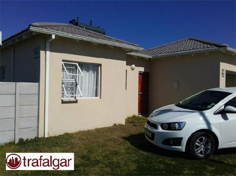 Neat 2 bedroom house situated in parsonsvlei