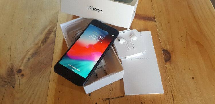 Apple iphone 7 (neat condition) r4700 neg