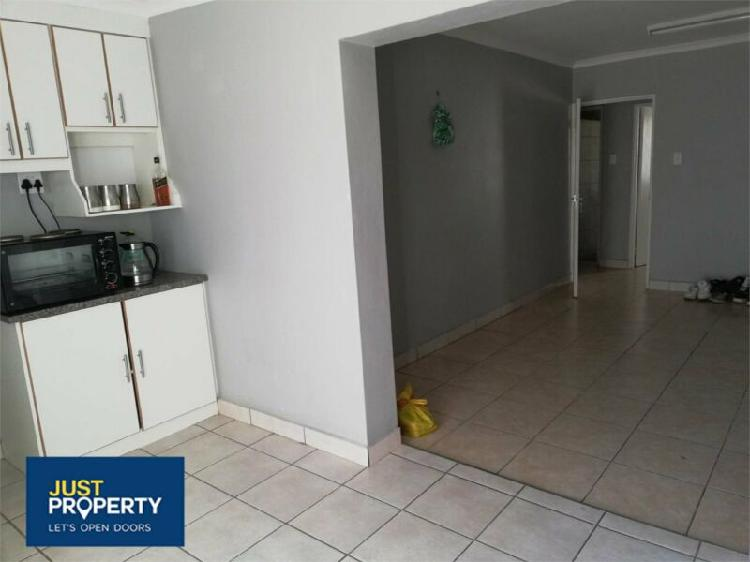 Flat in kimberley now available