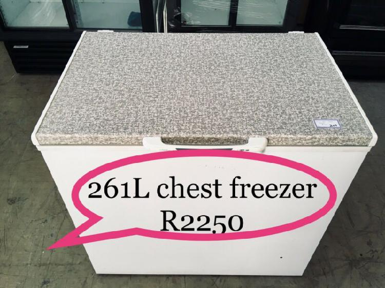 Bargain ! 261l defy chest freezer