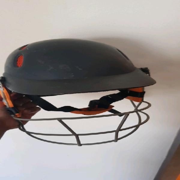 B&s cricket helmet