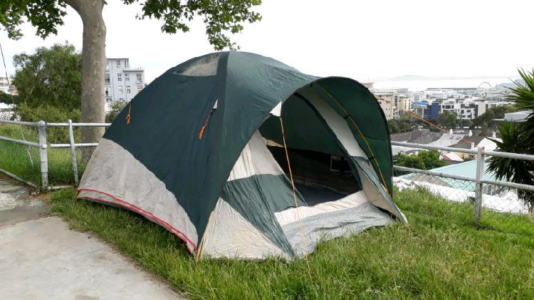 4 sleeper nylon tent