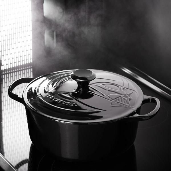Le creuset darth vader tm signature round casserole, 26cm