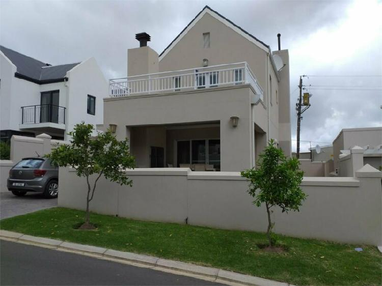 Aan de weber, james town,modern, stylish furnished 2 bedroom