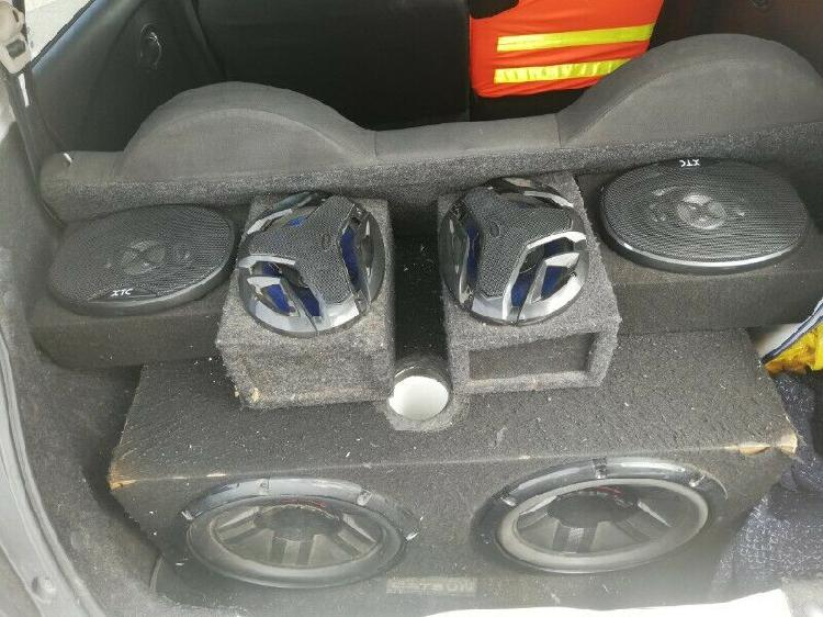 2 pioneer subs with 6×9s and star sound monoblock amp
