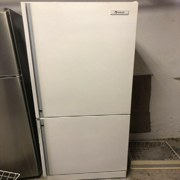 Fridge freezer - kic/ indesit 560 litres (big) in white -