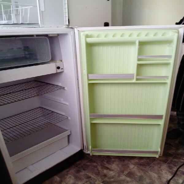 Fridge. vintage kelvinator fridge r 2000. very good working