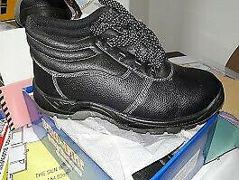 Safety Boots, Safety Shoes, Gumboots, Overalls, Work Suits,