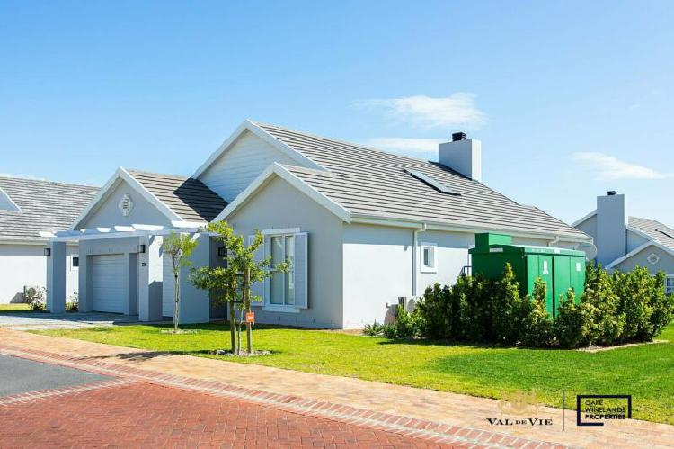 Three bedroom house to rent in the vines, val de vie estate