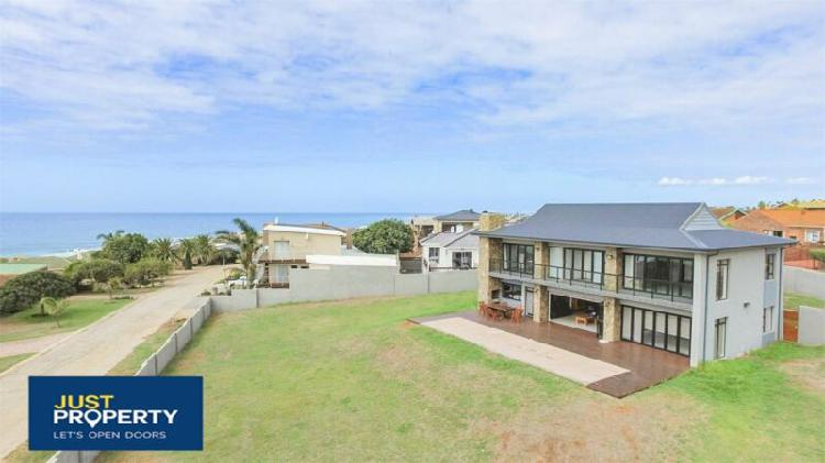 Jeffreys bay - stylish home on a large stand