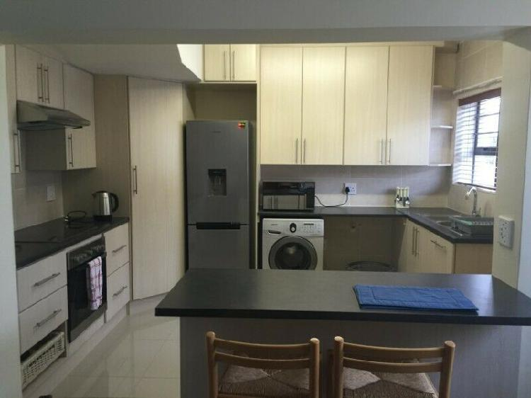 Medium room to rent in upmarket home
