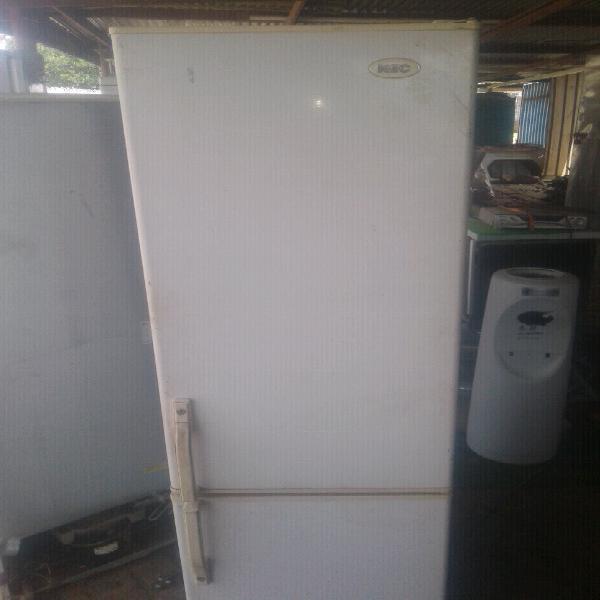 Kic fridge for sale r1000